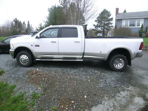 2011 Ram 3500 Laramie Dually 4x4 Diesel 1 Owner Fully Optioned