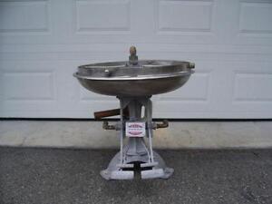 Laveur/sanitiseur de contenant, chaudière, barils - Can, barrel sanitizer, washer