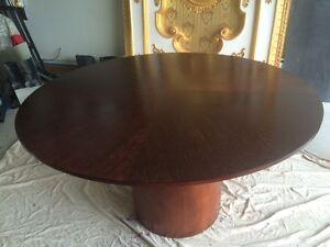 Grande table ronde de salle à manger (55 po de diamètre)