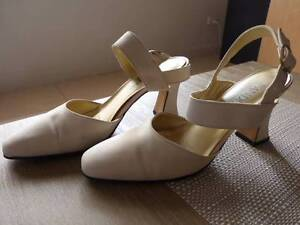 Creme Suede Shoes (Sandler) mid heel,Very Good condition Size 8 Bossley Park Fairfield Area Preview