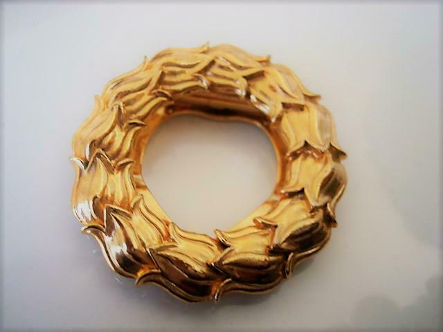 Gold Tone Overlapping Tulips Circle Wreath Scarf Ring Clip Made in England