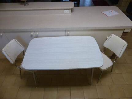 retro table and chairs set $200 ono