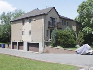 8 1/2 for rent in Brossard R Sector