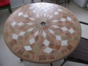 Table ceramique et 4 chaises - Ceramic table & 4 chairs