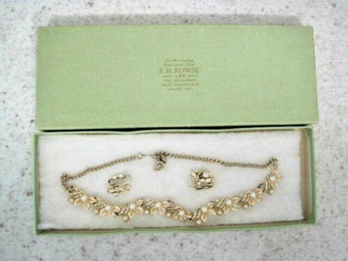 VINTAGE GILT LEAVES & PEARLS NECKLACE WITH MATCHING EARINGS (1950