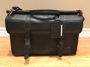 Stand up briefcase / computer bag