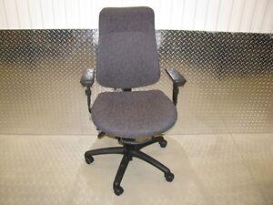 Chaise de bureau ajustable ergonomique 5 pattes