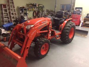 Kubota 4X4 Tractor/Backhoe/Loader