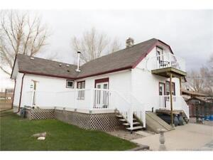 IRVINE  - 1.5 STOREY RENOVATED 2BD WITH DET. DBLE HEATED GARAGE