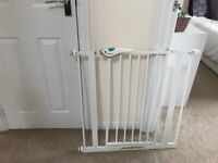baby gate with double security to and bottom