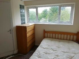 Double room in recently renovated shared house, Wildwood, Woodside