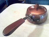 Une ancienne petite casserole en cuivre,annees 50