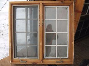Diverses fenêtres en cèdre