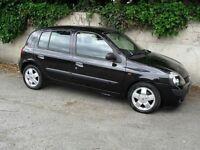 2001 black Renault Clio