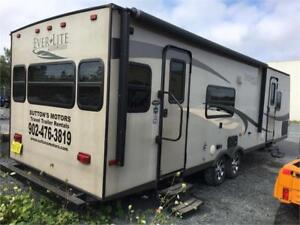 2010 31' Everlite Travel Trailer
