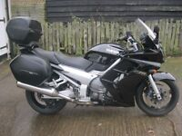 2002 YAMAHA FJR1300 TOURING MOTORCYCLE WITH FULL YAMAHA MATCHING LUGGAGE IN BLACK