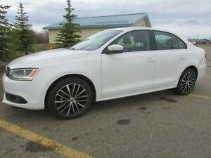 2013 VW Jetta 2.5L Highline  **LEATHER-SUNROOF**