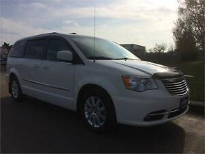 2013 CHRYSLER TOWN AND COUNTRY TOURING Belleville Belleville Area image 2