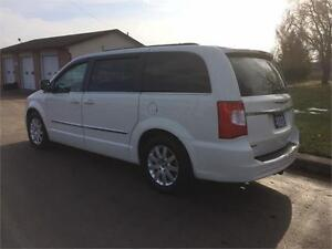 2013 CHRYSLER TOWN AND COUNTRY TOURING Belleville Belleville Area image 13