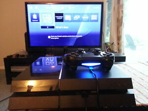 PLAYSTATION PS4 500GB WITH EVERYTHING