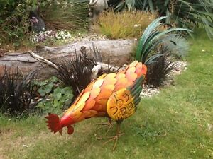 Large Vibrant Pecking Metal Chicken Hen Cockerel Rooster Garden Ornament Gift