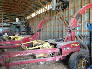 790 New Holland Harvester