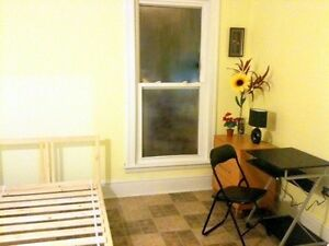 Clean rooms available for rent in Downtown Hamilton(Female Only