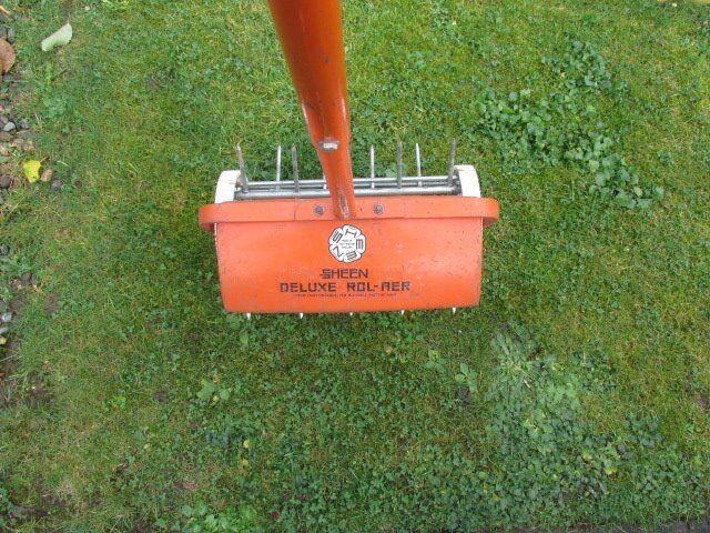 Lawn spiker roller