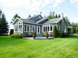Cottage - bord du Lac St-Jean - Louise Boulanger -ROYAL LEPAGE