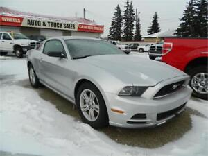 2014 FORD MUSTANG ONLY (26 000KMS ) EXTRA CLEAN .