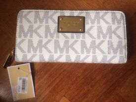Brand new unused Michael Kors Wallet White/Navy