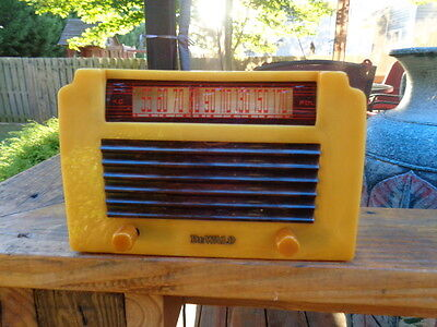 Dewald A502 catalin radio 2 color with insert grill and plays!