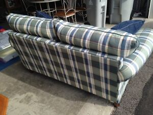 Love seat - excellent condition London Ontario image 3
