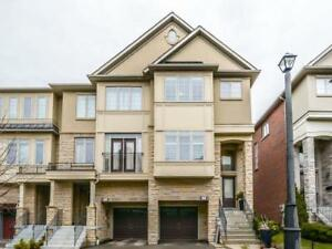 3 Bed End Unit In The Heart Of Applewood - Upgrades T/Out!!
