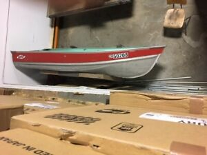 12ft  LUND BOAT DEEP & WIDE