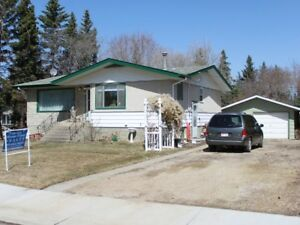 Family Home on Huge Lot in Tofield!
