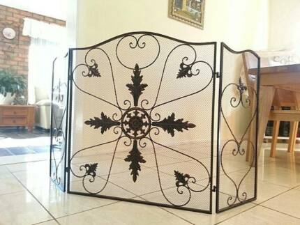 NEW Hand Iron French Style Fireplace Screen Fire Guard CPR001