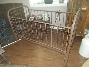 Metal Crib FOR DISPLAY!