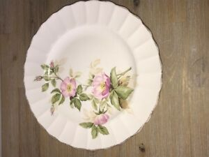 LOVELY SOVEREIGN POTTERS EARTHENWARE FLORAL SCALLOPED PLATE 10 I
