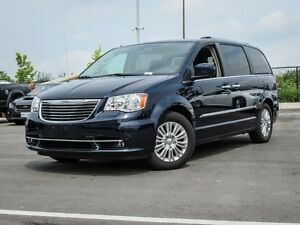 2015 Chrysler Town & Country Premium, Navigation, Sunroof, DVD,
