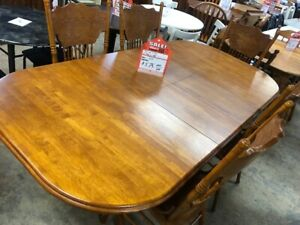 SOLID OAK 7 PIECE DINING ROOM SET; LIKE NEW