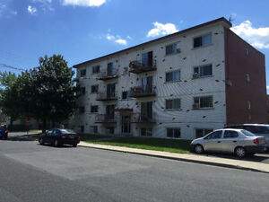 appartement 4 1/2 a louer a LONGUEUIL 4 1/2 for rent apartment