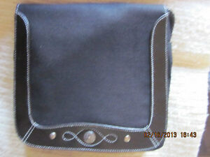 3 Different Avon Purses ALL BRAND NEW London Ontario image 2