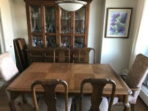 Solid Oak dinning room table/ hutch set - late 70's early 80's