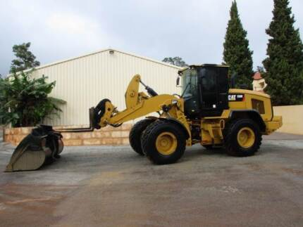 LOADER CAT 930K 2014 QUICK HITCH BUCKET AND FORKS.
