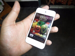 Ipod touch 4 white blanc 8gb Mint condition