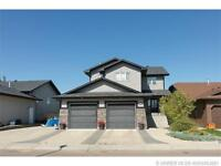 LOCATION! LOCATION! JUST 1 MIN FROM THE COULEES & WALKING PATHS!