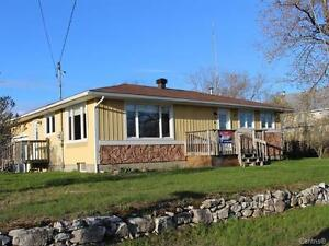 OPEN HOUSE MAY28 1-cozy bungalow great view minutes to renfrew