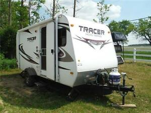 2011 Tracer 200RQS Ultra Lite Travel Trailer with slide- 2793LBS