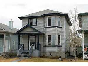 PET FRIENDLY HOUSE WITH 3 FLOORS IN LEDUC $1600